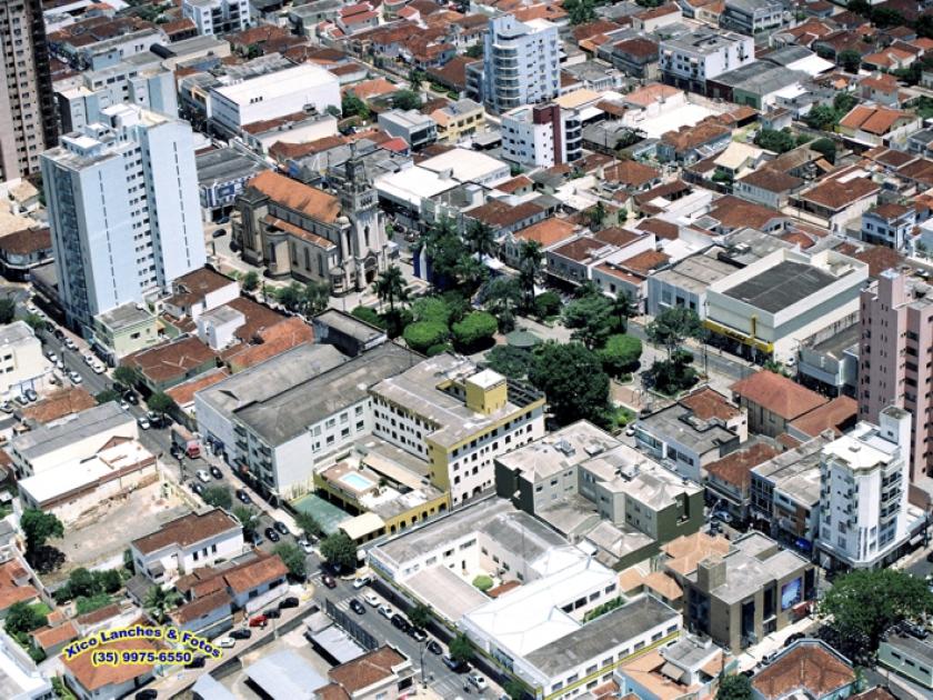 Praça comendador José Honório (Matriz), no centro da cidade