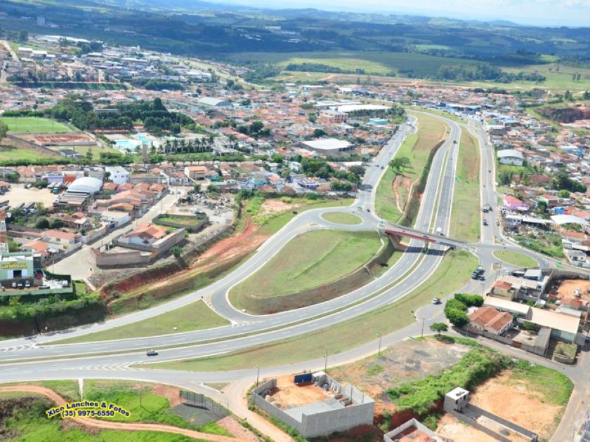 Vista aérea da Rodovia BR 491 em São Sebastião do Paraíso